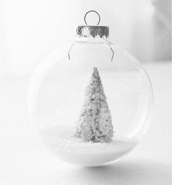 Kersttafel in het wit