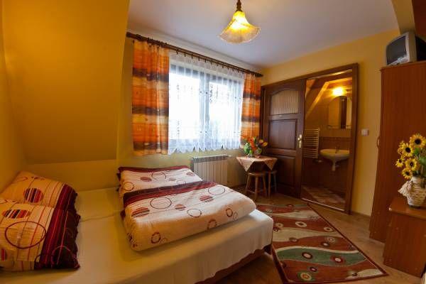 Polecamy noclegi w Wilii Danuśka w miejscowości #Zakopane  właściciele zapewniają bezpłatny dostęp do internetu. Więcej na: http://www.nocowanie.pl/noclegi/zakopane/kwatery_i_pokoje/59425/  #TatraMountains #accommodation #travel #holiday #vacation