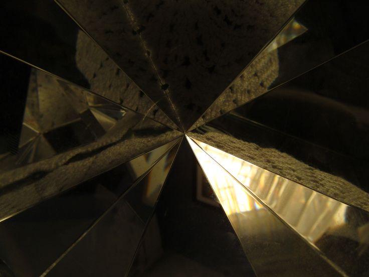 Triangulo de cristal con una perspectiva diferente.
