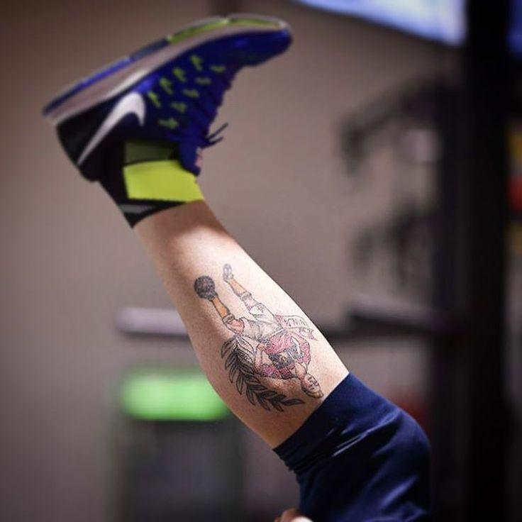 Whose leg is this❓ *** Follow @officialasroma on Instagram *** #tattoo #tatuaggio #tattoos #ASRoma #Roma #Rome #training #workout #allenamento #detail #photo #picture #pic #filter #foto #fitness #nike #gym #palestra #instatattoo