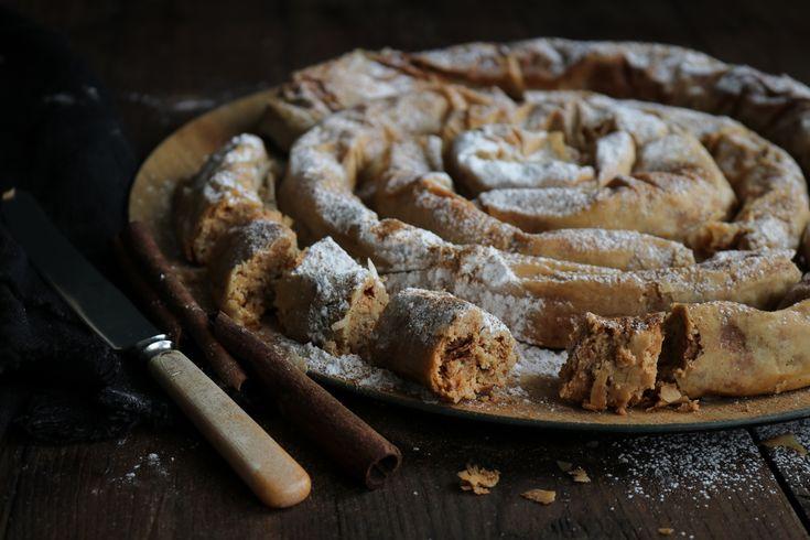 Στριφτή ταχινόπιτα, ένα ασυναγώνιστο γλύκισμα της Σαρακοστής αν δεν την έχεις δοκιμάσει, απλά πρέπει να τη φτιάξεις και θα με θυμηθείς!