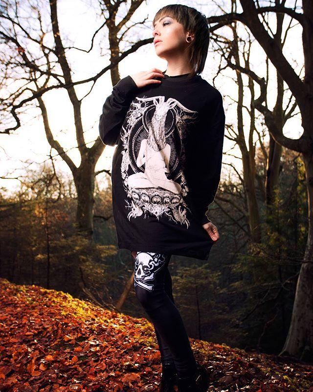 "CRMC X @vividblackartistry ""TEM.ple O.mnium H.ominum P.ads AB.ba"" Longsleeve Tall Tee & CRMC X @julianakbar ""Satan's Waitin'"" Leggings Available at www.crmc-clothing.co.uk | WE SHIP WORLDWIDE Models - @izabellaraejaxxofficial Photography - @adrianianmcnab #darkwear #need #blackwear #want #cozy #altfashion #alternative #niche #fashionstatement #fashion #baphomet #leggings #iloveblack #womenwithtattoos #winter #winterfashion #style #alternativeguy #alternativeboy #girlswithtattoos…"