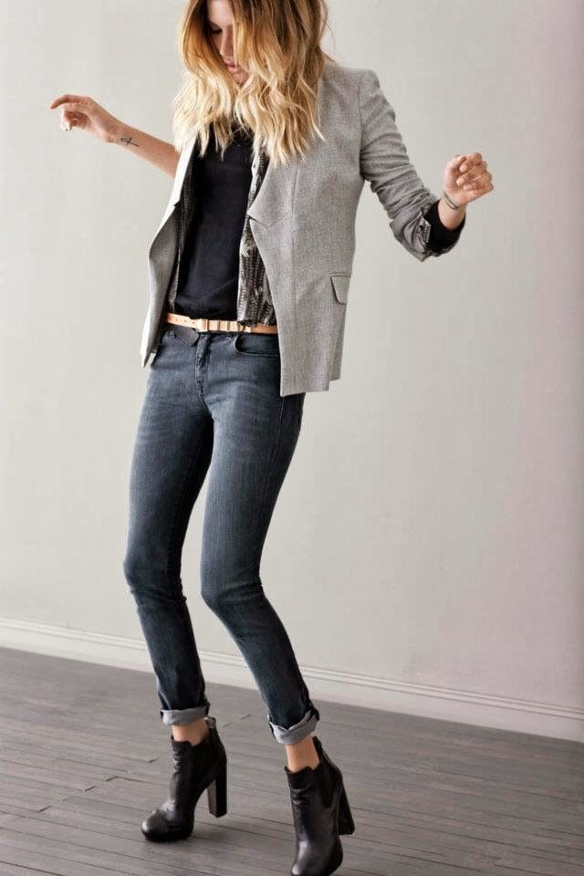 Tee with fitted blazer, cuffed skinnies and heels