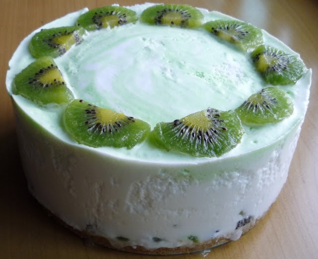 Non Bake Kiwi Yogurt Cake