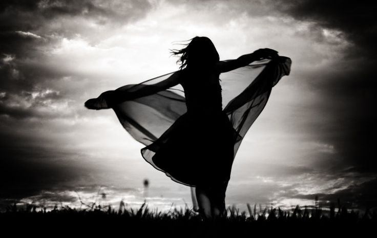 """""""Não há limite para a alegria que você pode experimentar, ou para o que você pode criar. Todo o poder para conseguir o que deseja vem de dentro de você. Cada momento traz consigo novas possibilidades e oportunidades para a ação. Tudo o que você puder sonhar, você pode fazer, ser, ou ter no universo de todas as possibilidades ... este é o seu direito de nascimento como um ser divino"""""""