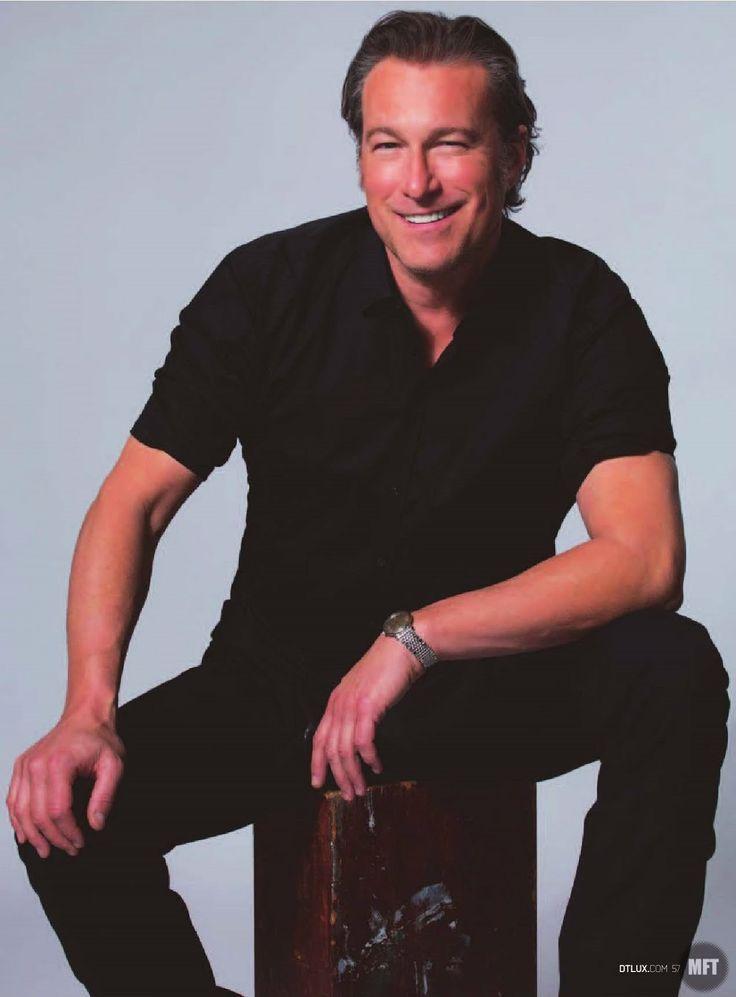 John Corbett para DT LUX Magazine