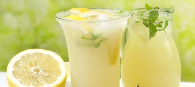 No hay nada más refrescante que un vaso de limonada fresca después de un largo día de verano. Por supuesto que encontramos preparados de limonada en las grandes superficies, pero, si quieres evitar los conservantes y sabor artificial, no hay nada más...