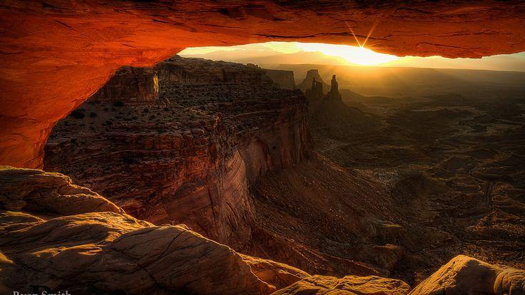 Скачать обои утро, лучи, свет, солнца, Mesa Arch, природная арка, национальный парк Каньонлендс, Юта, штат, скалы, США, раздел пейзажи в разрешении 1920x1080