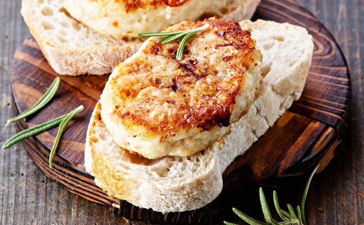 Visburgers met een broodje: http://www.gezondheidsnet.nl/wat-eten-we-vandaag/visburgers-met-een-broodje #recept #broodje #vis #burger