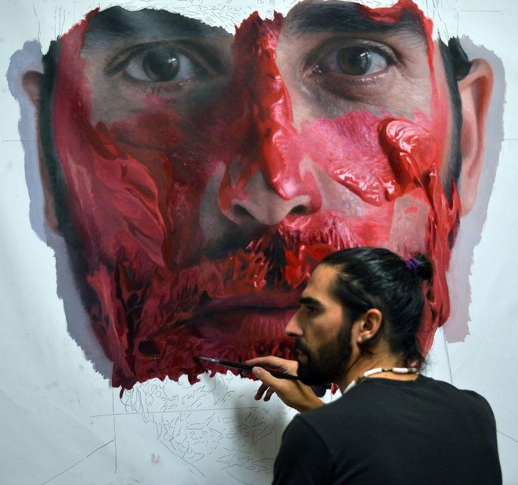 Cet artiste de 40 ans installé à Madrid a commencé à peindre à l'âge de quatre ans. Ses oeuvres ont été exposées en Espagne, en Italie, en France, en Angleterre, au Mexique et à New-York. | 16 autoportraits au réalisme saisissant