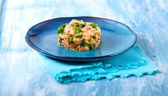 Tartare al coltello di Salmone Norvegese con asparagi, succo di arancia, zenzero e sesamo nero