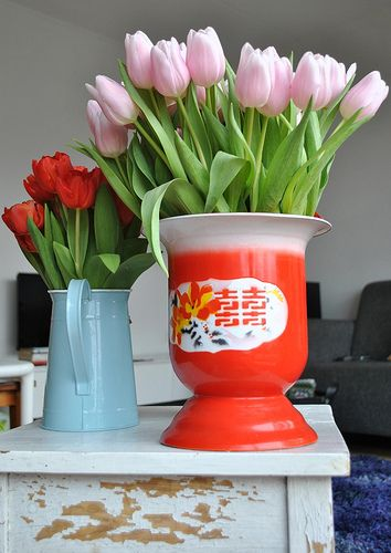 red #enamel #chinese vase in the #livingroom