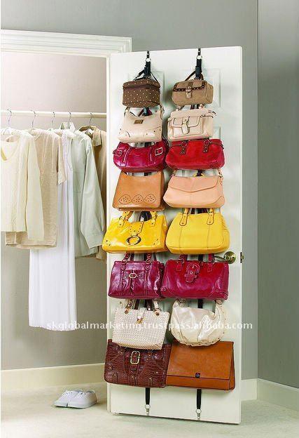 Truco para organizar los bolsos en la puerta del armario y for Ideas para organizar armarios