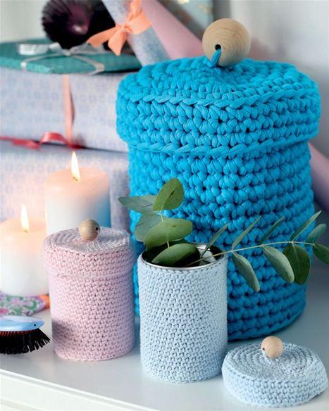Hæklede krukker kan bruges mange steder i boligen, og du bestemmer selv farvevalget.