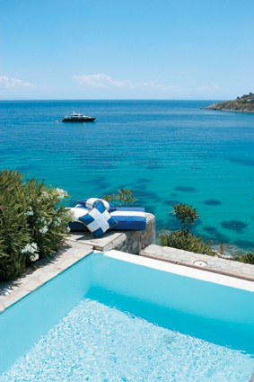 Junior Suite with Private Infinity Pool overlooking the famous Mykonos Psarou Beach