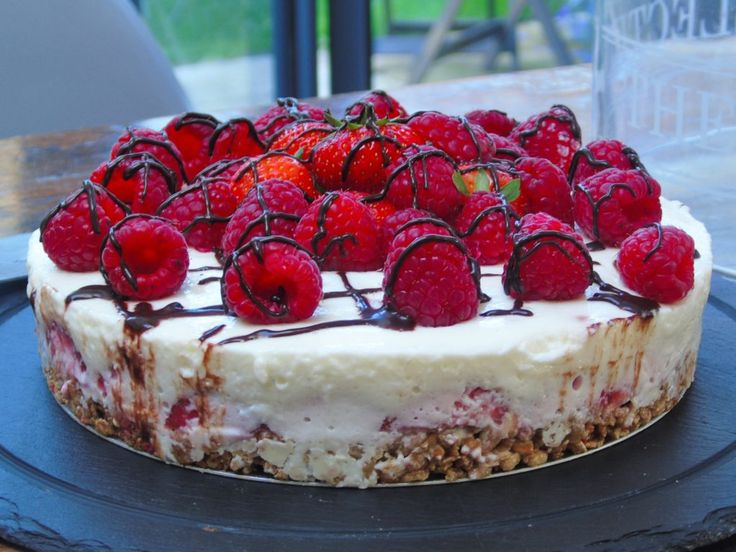 I'm talking creamy, soft, delicious, cream cheese-y, cheesecake, not wobbly jelly on a dry base which unfortunately isoften the way that Slimming World cheesecakes go! I made this compl…