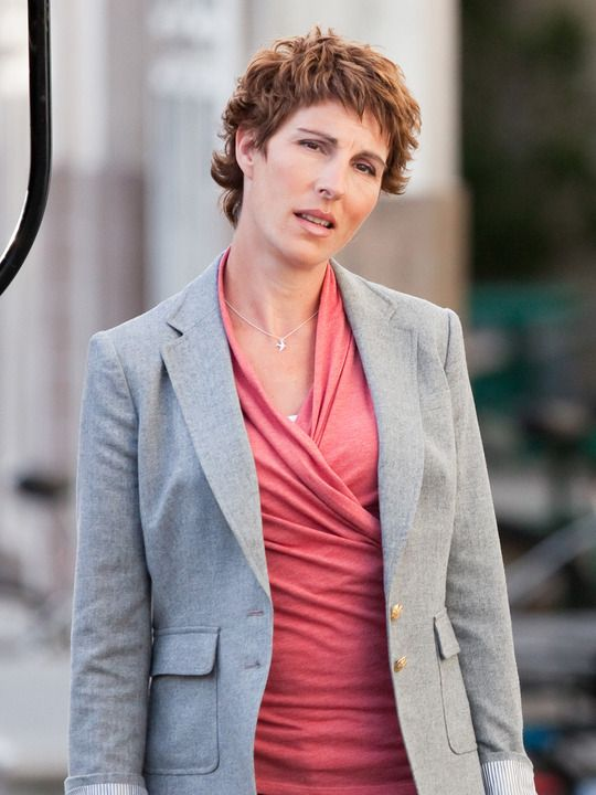 Episodes (TV show)  Tamsin Greig as Beverly Lincoln