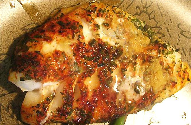 Broiled orange roughy with lemon, paprika and fines herbes.   Ingredients 4 (6 oz) orange roughy fillets or 4 (6 oz) other delicate white fish fillets 2-3 tablespoons olive oil 2-3 tablespoons paprika 2-3 tablespoons fines herbes 2 tablespoons kosher salt 1 tablespoon lemon zest (more if you wish) 2-3 tablespoons lemon juice (or serve with lemon wedges) Fresh ground black pepper Instructions  Preheat oven's broiler. Place orange ...