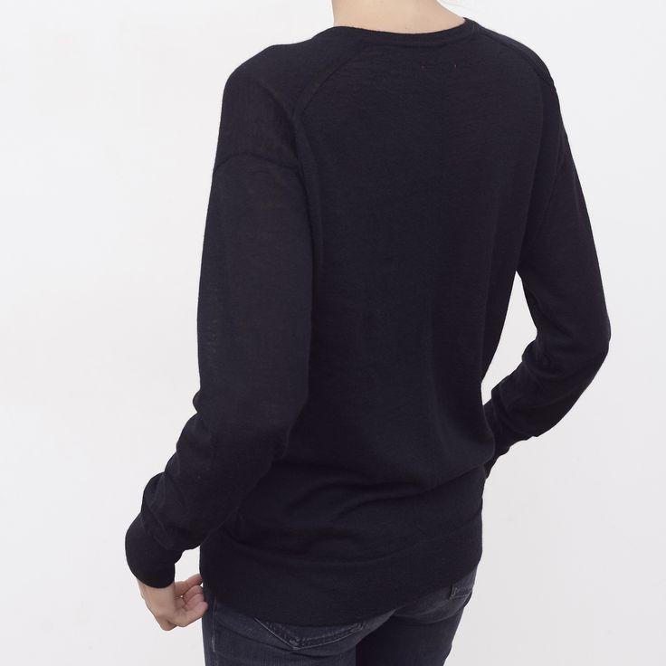 Pull col V femme cachemire Isabelle noir - MAISON BRUNET - http://maisonbrunet.com/product/pull-col-v-cachemire-isabelle-noir?ref=category-femme #cachemire #cashmere #knit #knitwear #details #femme #woman #madewithlove #conçuaparisavecamour