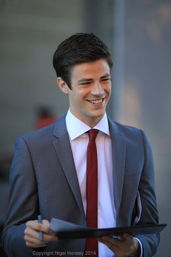 grant gustin pics (@gustinpictures) | Twitter | Places to ...