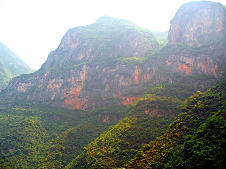 Lesser Three Gorges - The tops of the mountains are lost in the mists.