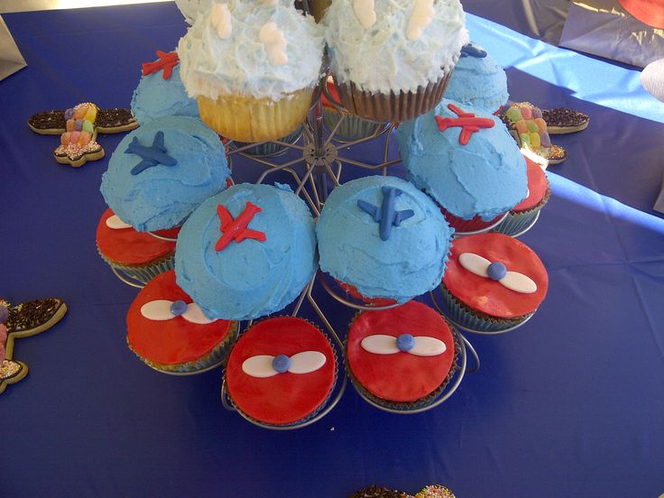 Aeroplane themed cupcakes