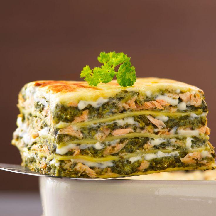 Découvrez la recette Lasagnes au saumon et à l'oseille sur cuisineactuelle.fr.