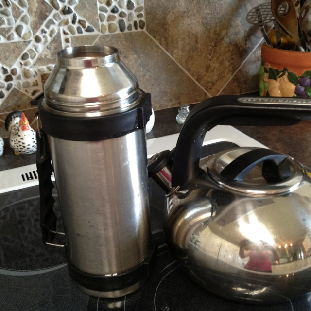 Thermos hotdogs!! A regular thermos bottle will hold a dozen wieners. Add boiling water to cook and enjoy later. This is a great meal for the beach or for those on the go evenings.: Add Boiled, Boiled Water, Beaches Recipes, Thermos Cooking, Lunches Ideas, Thermos Bottle, Solar Cooking Haybox, Living Ideas, Alternative Cooking