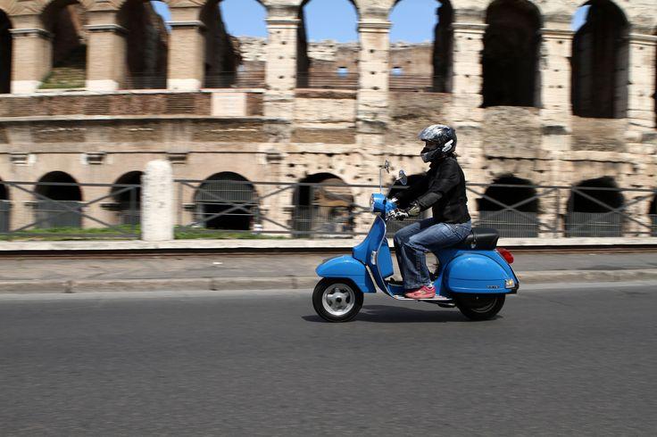 vespa a l'italienne  | ... ] - Vespa PX 125 cm3 2011 : on l'aime à l'italienne- Caradisiac Moto