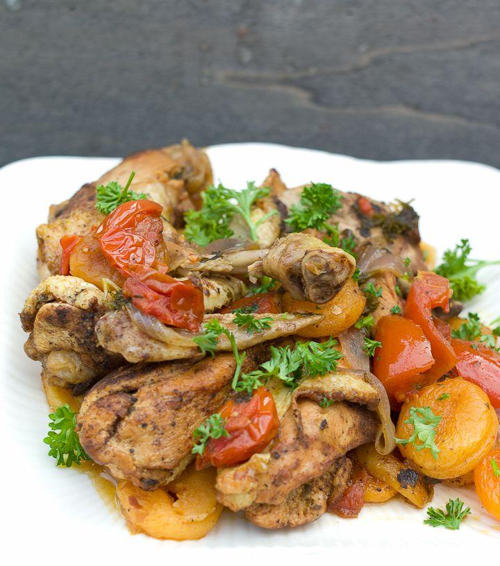 Stoofpotje met kip en abrikozen.Lekker gekruid met Ras el Hanout. Heerlijk!