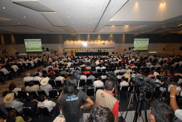 El Gobernador de Veracruz, Javier Duarte de Ochoa, firmó como testigo de honor el Convenio de Colaboración Administrativa entre el ORFIS y la SEFIPLAN, donde hizo un llamado a los ediles a construir municipios más ordenados y eficientes.
