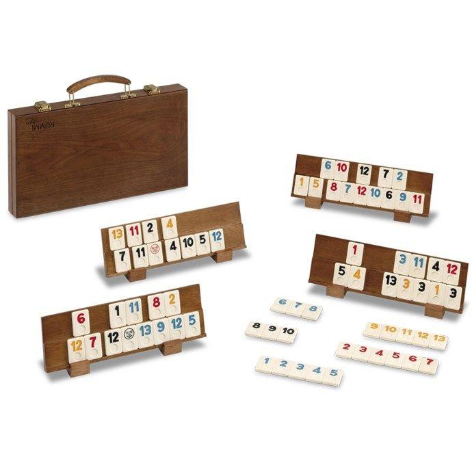 """RUMMY CLASIC REF. 91274680 Un produit de la marque Cayro  Rummy en bois. Ou jeu Rami ou du jeu traditionnel turc Okey. La différence : on ne joue pas avec des cartes, on joue avec des plaquettes, ce qui rend le jeu plus """"""""durable"""""""" et plus facile à utiliser ...   Plus d'informations: http://www.natureetdecouvertes.com/livres-loisirs/jeux/jeux-reflexion/rummy-clasic-91274680#ixzz4a5bReHyu"""
