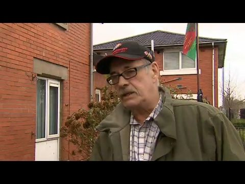 Après l'éclatement de la coalition au pouvoir, les Nord-Irlandais sont appelés jeudi aux urnes, la seconde fois en dix mois. France 24 est allée à la rencontre des électeurs de Belfast, où certains protestants et catholiques vivent encore séparément.