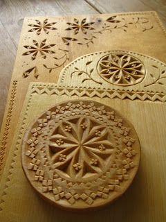 Förbättra designen på ett föremål i trä med karvsnitt.