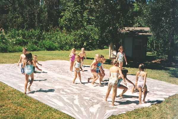 DIY backyard slip & slide.  Would be awesome on the little hill in our yard!