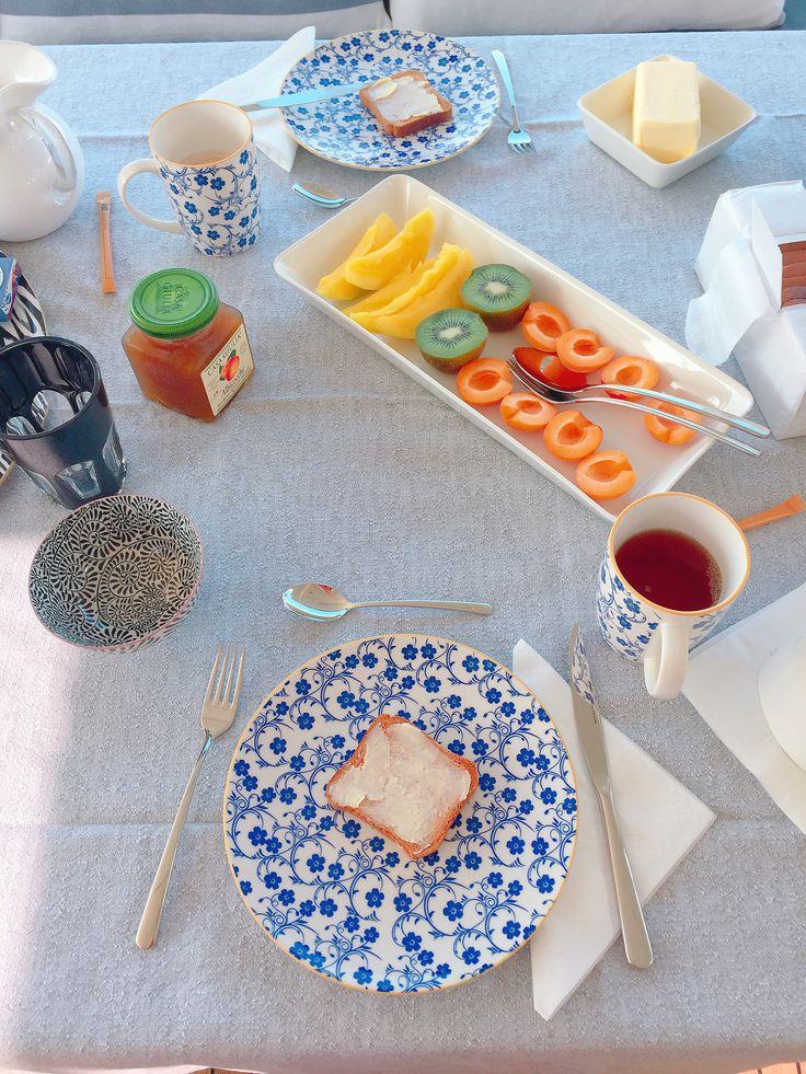 Yacht breakfast