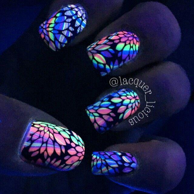 Black light nails