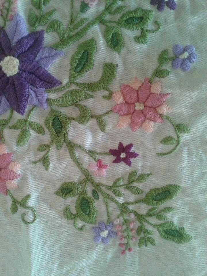 Funda para almohadon, trabajado en bordado mexicano.