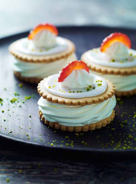 Swedish vanilla cream, strawberry and pistachio medallions
