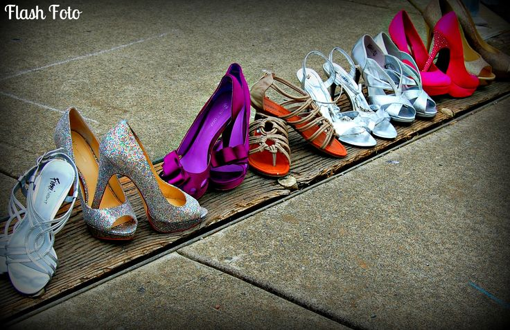 cute prom photography-everybodys shoe pic
