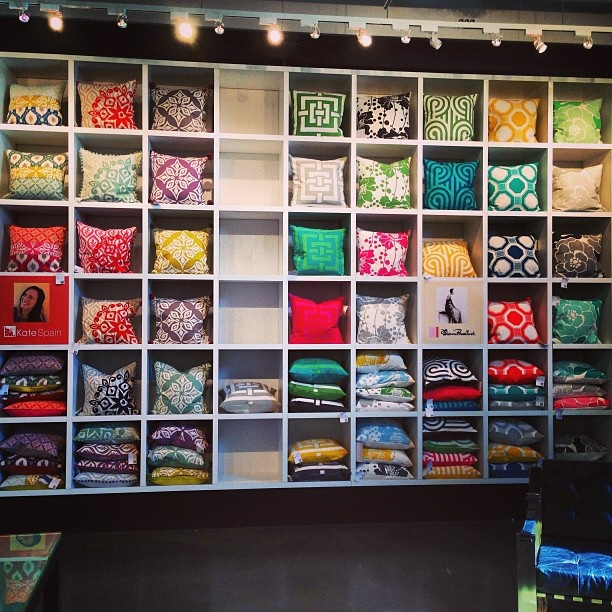 I love this retail display for pillows #retaildetails