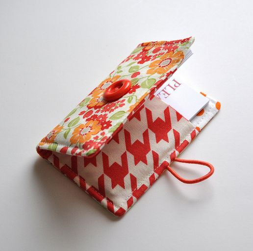 easy pattern - and free! Business card holder, or small wallet.