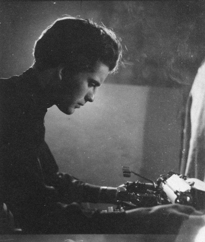 Michael Ende 1949 - Portrait mit Schreibmaschine