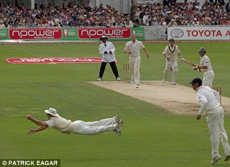 Gilchrist ct Strauss b Flintoff ashes 2005.Probably one of the best sports photos ever