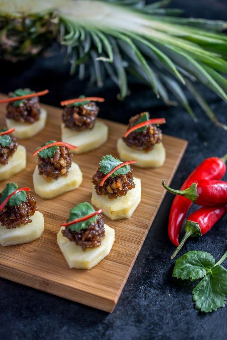 Makean mausteiset possukatkarapupyörykät ananaksen kera.