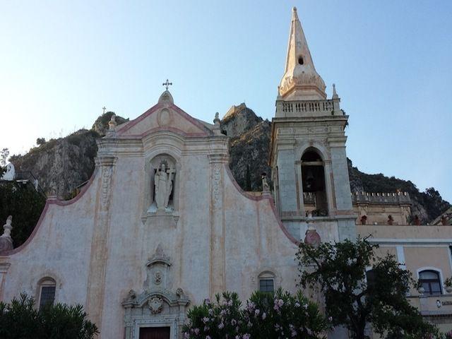 Chiudete gli occhi e ascoltate il suono del mare: inizia così il nostro viaggio nella splendida Sicilia, precisamente a Taormina.