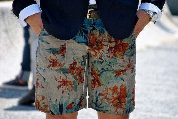 Похоже, на смену гавайским рубашкам пришли гавайские шорты, и это очень кстати.    Больше деталей в специальном материале «Итальянская диктатура»: http://www.gq.ru/style/features/17416_italyanskaya_diktatura.php    #Details #StreetStyle