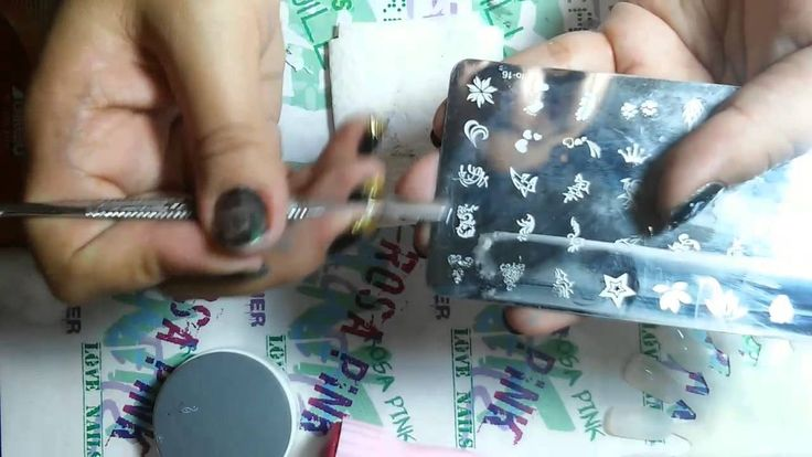 como usar las placas de sellos para uñas - YouTube