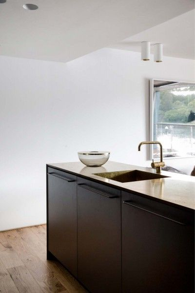Finger Wharf Apartment by Architect Prineas | Design Field Notes