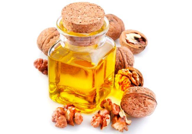 Грецкий орех имеет в своем составе множество витаминов и очень полезна для нашего организма.